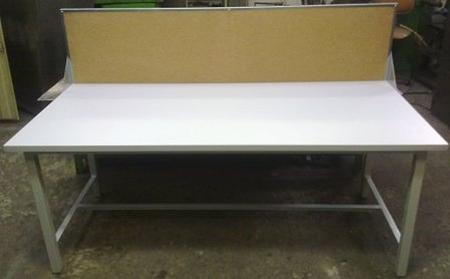 Stół warsztatowy z tylną ścianką korkową (wymiary: 1800x800x750 mm) 77156928